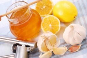 Мед, чеснок, лимон - одни из лучших средств в лечении сосудов
